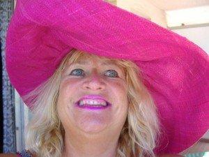 CAPELINE ROSE BONBON. dans -Mes romans-nouvelles-essais-poèsies. 61493_137334862979857_100001100318296_183928_2342360_n-300x225